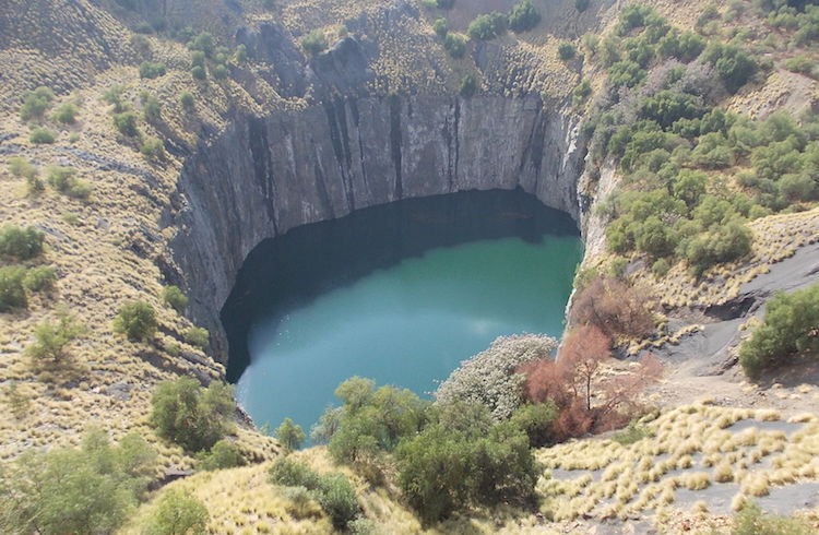 Photo: Foreign corporations exploit Africa's mineral resources leaving a big hole for the people. Source: Wikimedia Commons