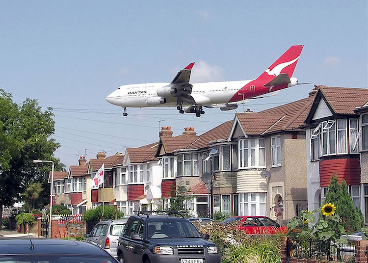 Photo: A Qantas Airways Boeing 747-400 passes close to houses shortly before landing at London Heathrow Airport. Credit: Wikimedia Commons.