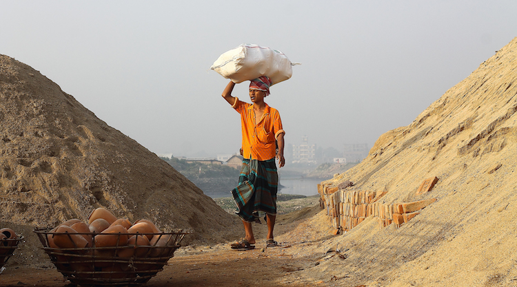 Photo: Worker in Dhaka, Bangladesh. Credit: Wikimedia Commons