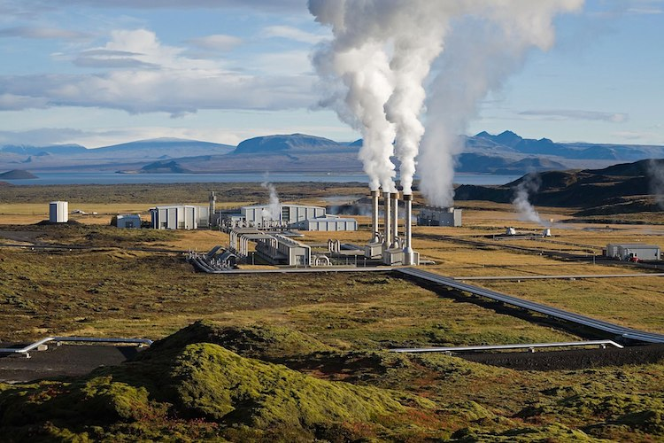 Photo: The Nesjavellir Geothermal Power Plant in Þingvellir, Iceland. Credit: Wikimedia Commons.