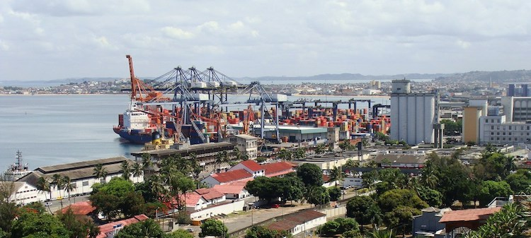 Photo: The Port of Salvador on All Saints Bay, Bahia, Brazil. As one of the bigger, emerging economies reliant on commodity exports, Brazil can expect some economic improvement, according to a United Nations Conference on Trade and Development (UNCTAD) report. Credit: World Bank/Mariana Ceratti